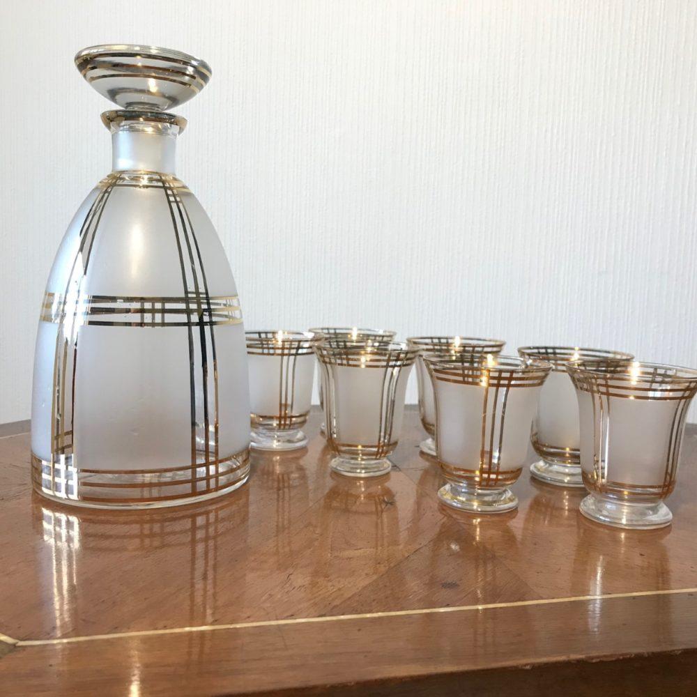 Carafe et verres à liqueur épioque Art Déco travail Tchékoslovaque, objet ancien, objet rare, les curiosités d'Emilie