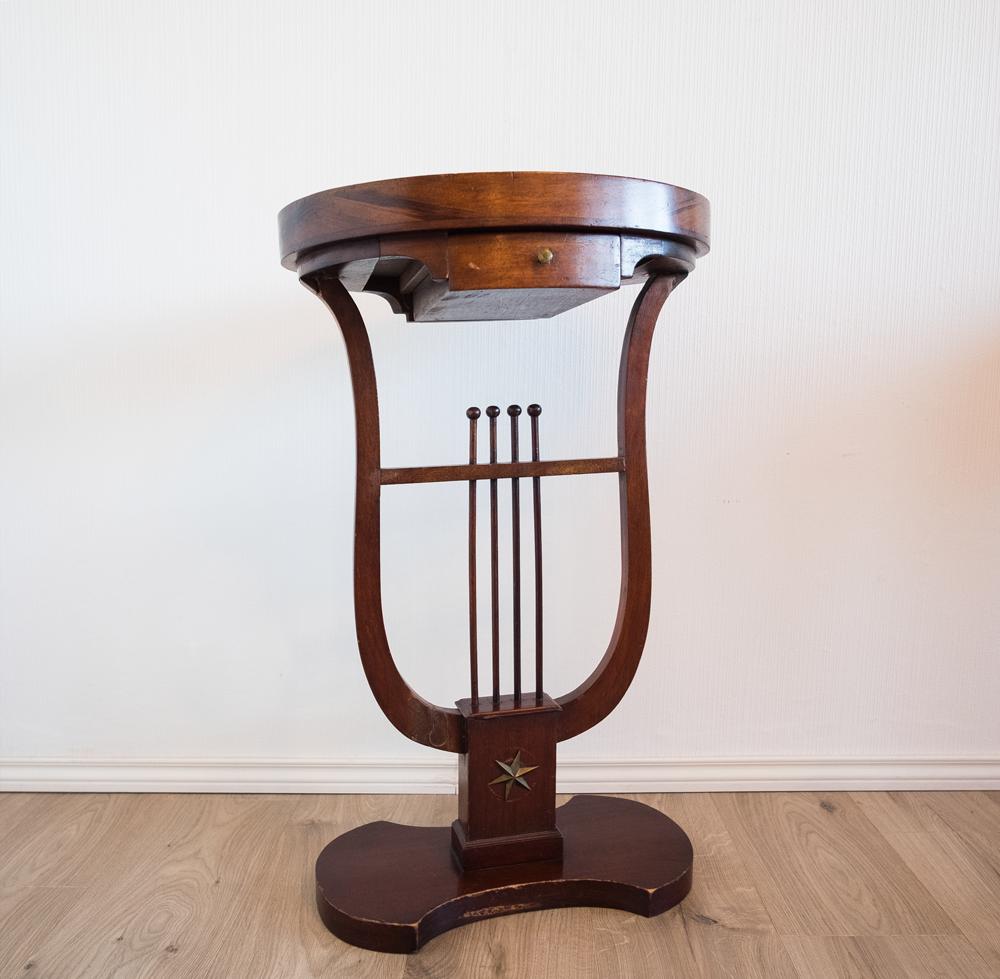 table d'appoint ovale en acajou piètement en forme de lyre époque XIXème - les Curiosités d'Emilie