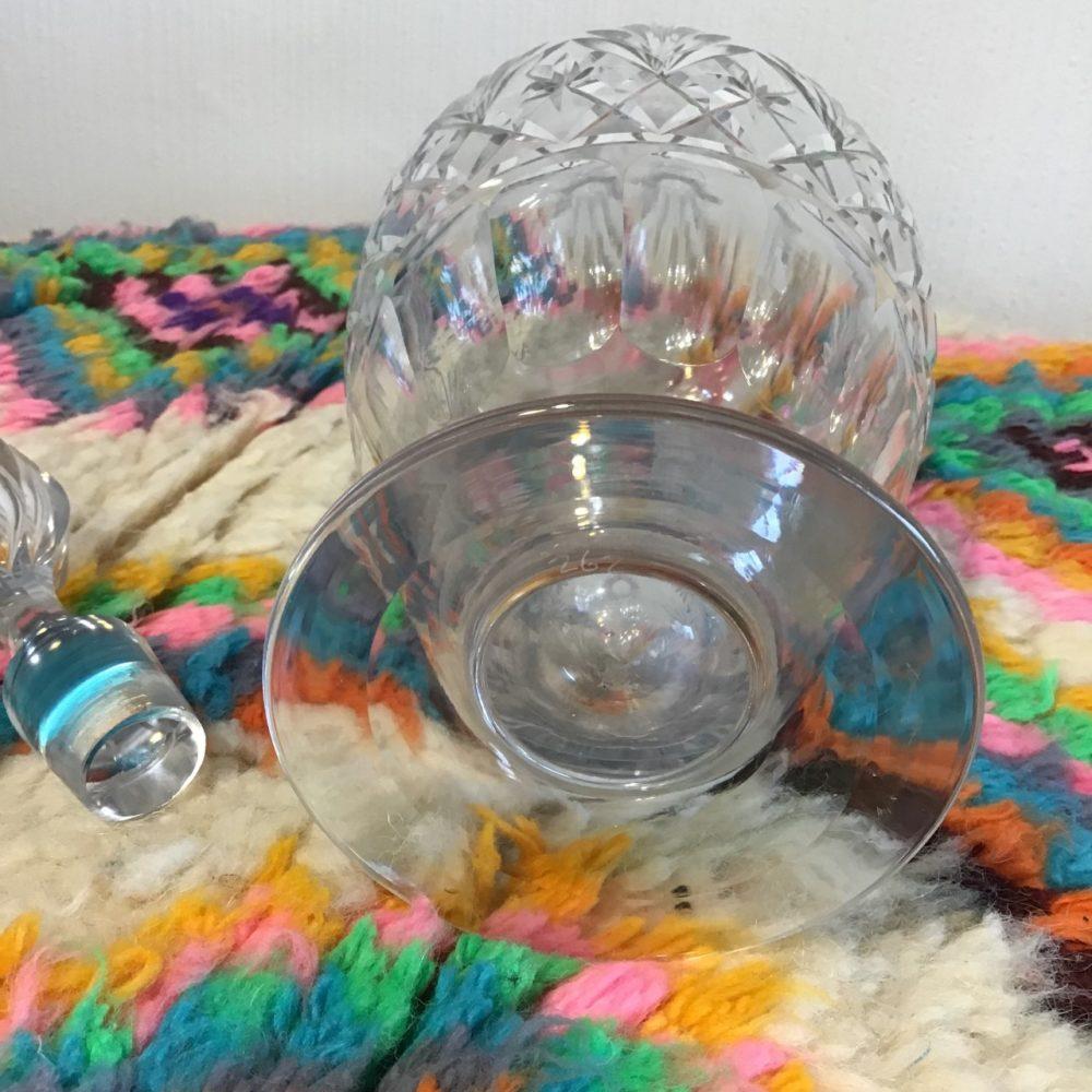 Carafe en cristal ciselé ancienne numérotée 262 les curiosités d'Emilie 3