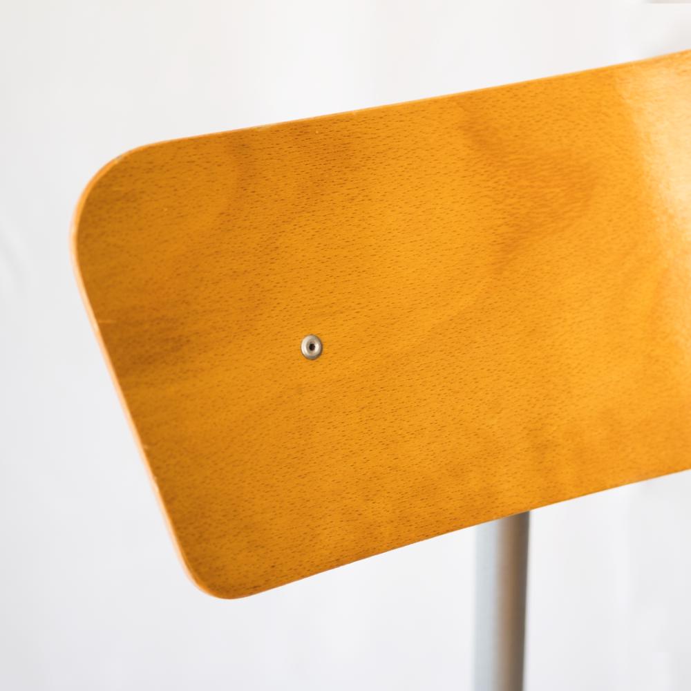 chaise-ecolier-années-50-vintage-mobilier-industriel-les-curiosites-demilie 3