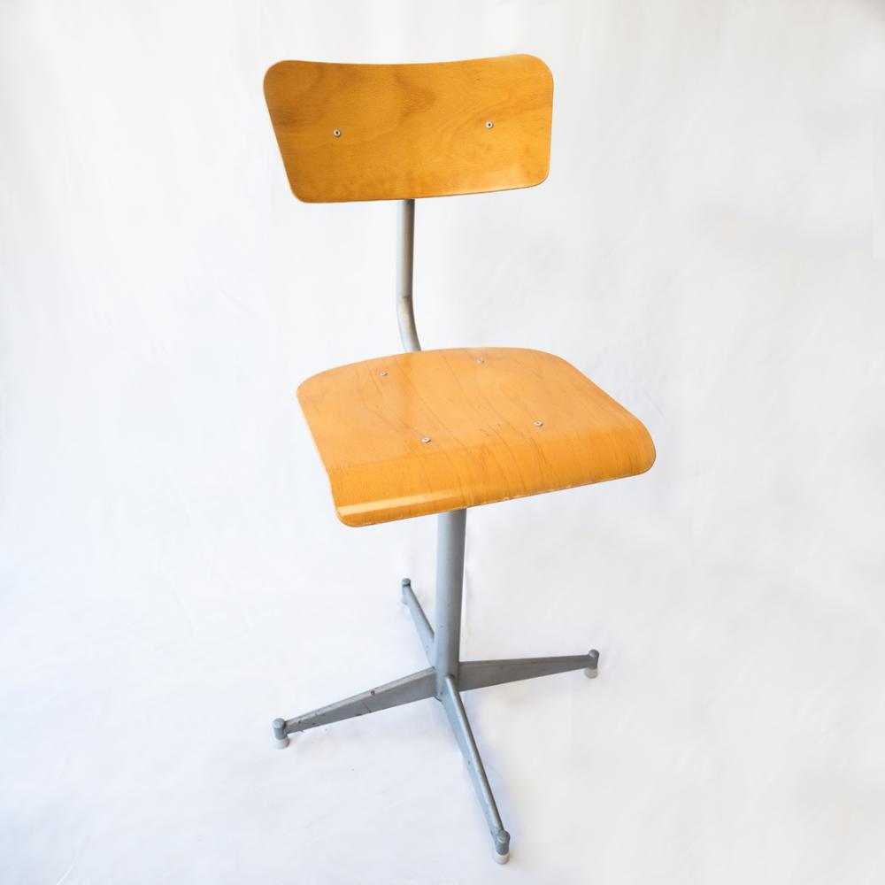 chaise-ecolier-années-50-vintage-mobilier-industriel-les-curiosites-demilie