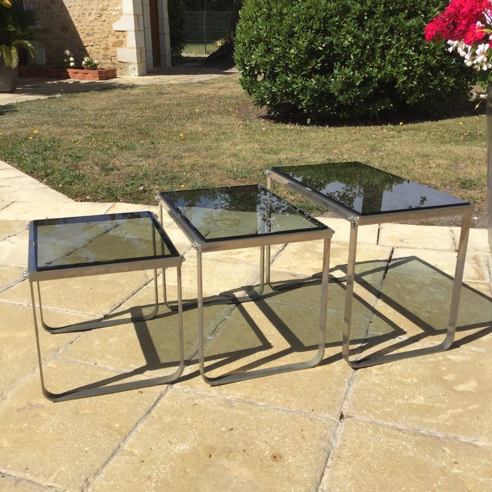 Table-gigogne-années-70-en-acier-chrome-verre-fumé-vintage-les-curiosites-d-emilie-2