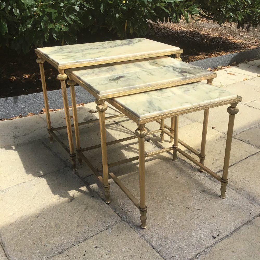 TABLES-GIGOGNES-DESSUS-MARBRE-BLANC-LAITON-ANNEES-70-LES-CURIOSITES-D-EMILIE