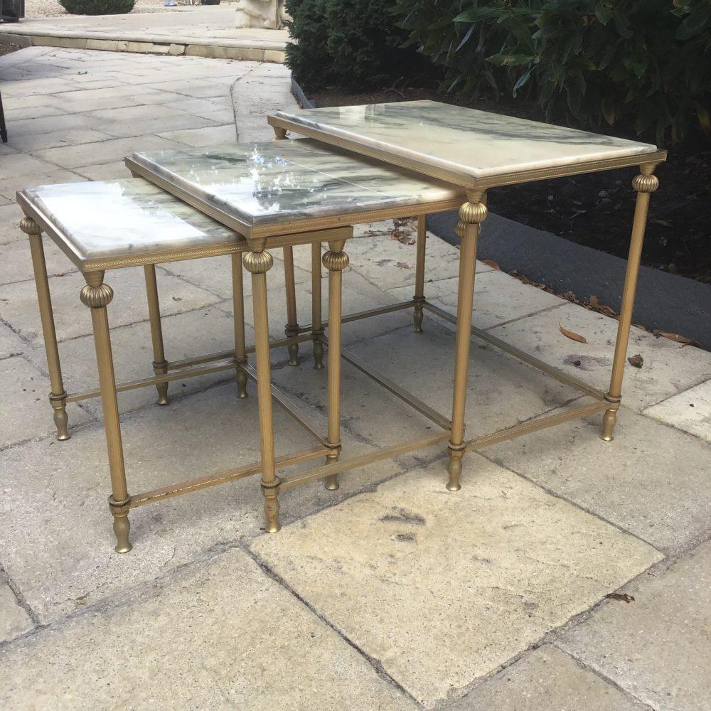 TABLES-GIGOGNES-DESSUS-MARBRE-BLANC-LAITON-ANNEES-70-LES-CURIOSITES-D-EMILIE-3