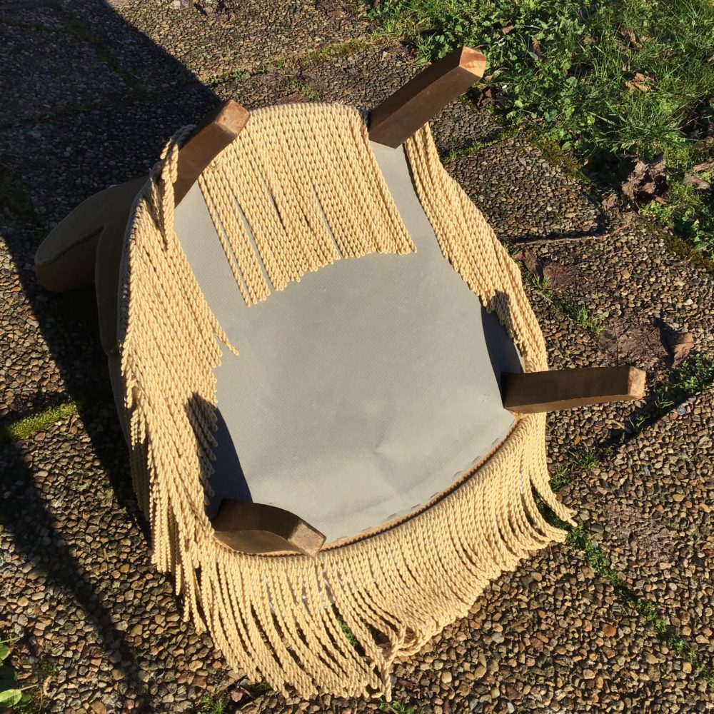 petit-fauteuil-velours-beige-crapaud-les-curiosites-d-emilie-4