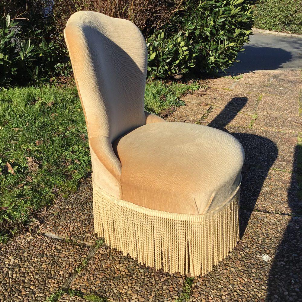 petit-fauteuil-velours-beige-crapaud-les-curiosites-d-emilie-3